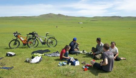 pedelec-adventures-com_tour-de-mongolia_2012-07-05_tag1_fruehstueck_web