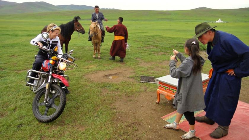 pedelec-adventures-com_tour-de-mongolia_2012-07-05_tag1_vorbereitung-nadaam_web