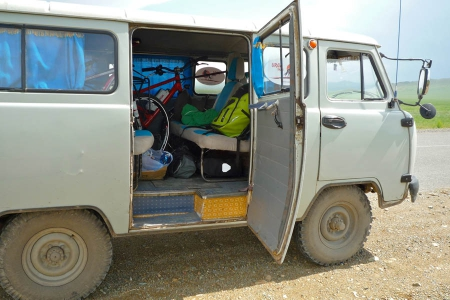 pedelec-adventures-com_tour-de-mongolia_uaz_web